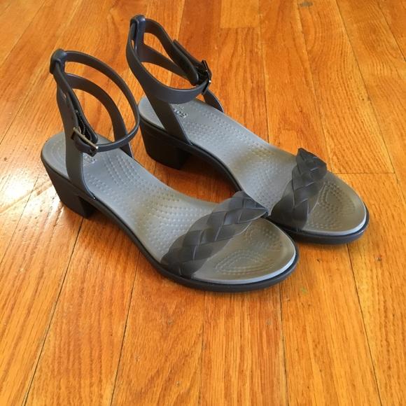 92c46da76e44c8 Crocs sandals size 7